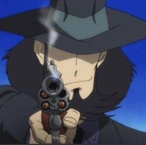 回転式拳銃(リボルバー)を持つ男の画像