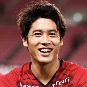 内田篤人の引退理由は怪我?足の右膝蓋腱の手術で引退を匂わせるコメントも。