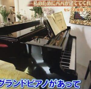 コルファージュリアの家にあるグランドピアノは2つ!