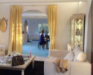コルファージュリアは北海道ニセコ町の自宅・別荘でピアノの練習