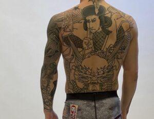平本蓮の背中のタトゥーを解説!