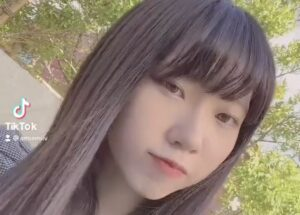 山崎あみのプロフィール顔画像