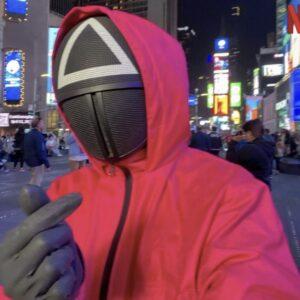 【イカゲーム3話ネタバレ】仮面のマークの意味や正体は?最後に殺された理由や考察