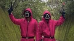 イカゲーム3話の赤い服の男の正体は?